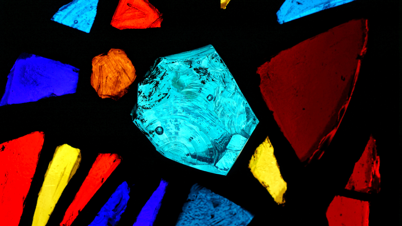 Glaskristall im Kapellenfenster — 2. Vesper Fronleichnam — SJB